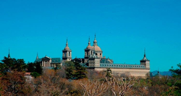 Monasterio de El Escorial - 28 km